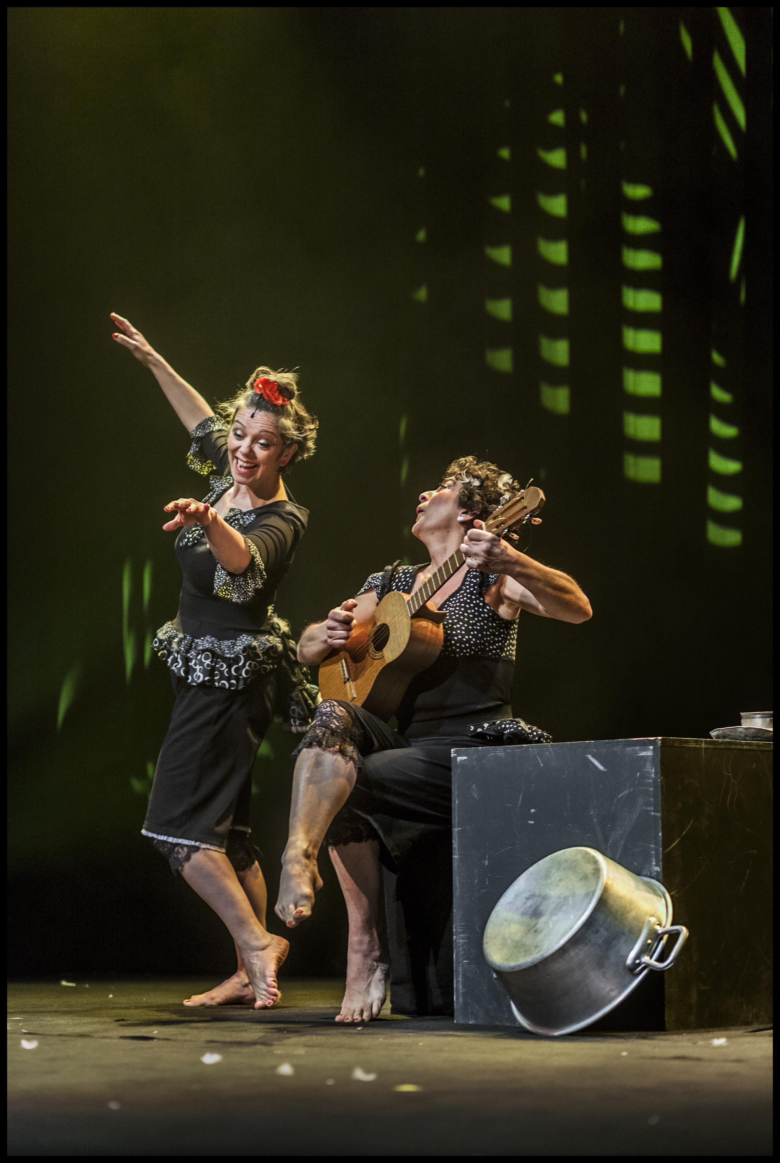 BRIN DE POULETTES - spectacle musical tout public  dès 3 ans - 45 mn